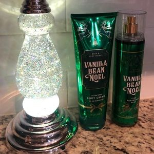 A Christmas 🎄 duo of Bath Body works lotion/mist